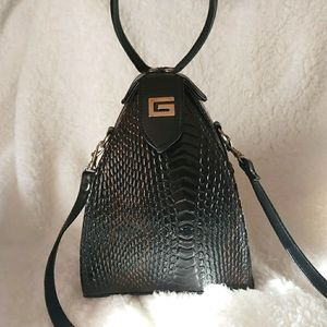 🆕Guess pyramid Structured Bag